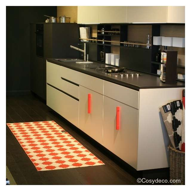 tapis cuisine design un tapis de cuisine pour dlimiter le. Black Bedroom Furniture Sets. Home Design Ideas