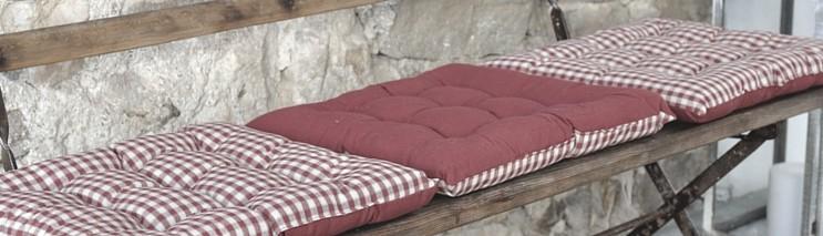 les galettes de chaises de cuisine ambiance campagne chic. Black Bedroom Furniture Sets. Home Design Ideas