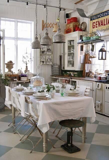 Une cuisine ambiance brocante dans le cosyblog - Deco campagne esprit brocante ...