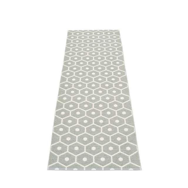tapis plastique honey de la marque pappelina chez cosy d co. Black Bedroom Furniture Sets. Home Design Ideas