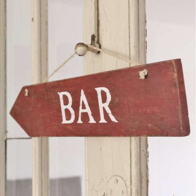 Plaque en Bois Rouge inscription Bar